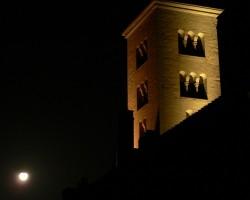 Noční věž baziliky
