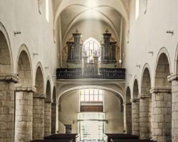 Bazilika Navštívení Panny Marie uvnitř